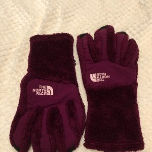THE NORTH FACE WINTER GLOVES- MAROON